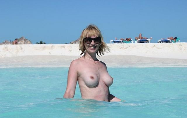 Коллекция частных снимков 40летней туристки с отдыха на море 11 фото