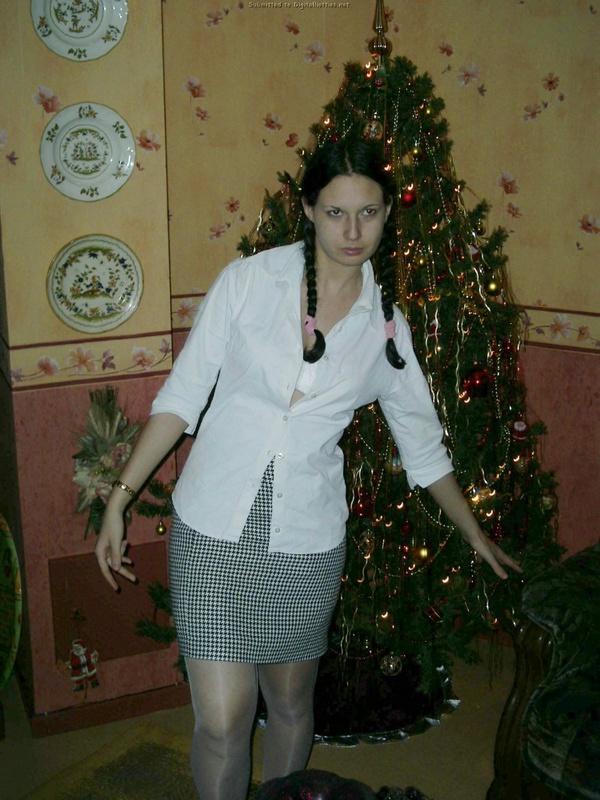 Жопастая телочка из России отсасывает дома до камшота на лицо 7 фото