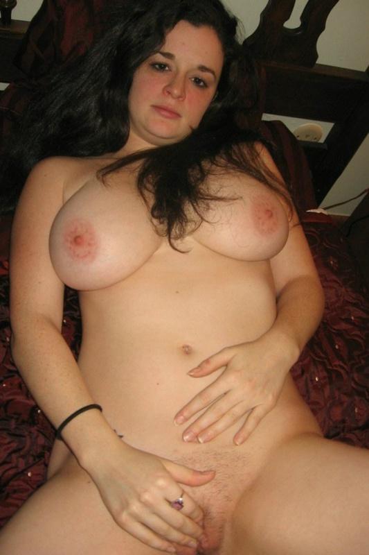 Шальная брюнетка с большой грудью и толстой сракой 12 фото