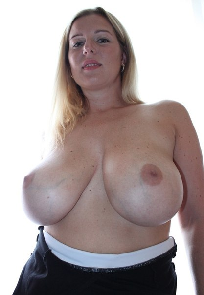 Подборка любительских снимков голых сисек дамочек 6 фото
