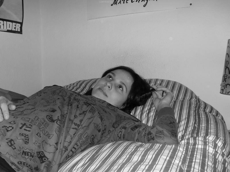 Черно-белые снимки девушки с волосатой пилоткой 15 фото