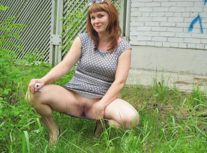 Русская продавщица примеряет эротическую одежду для любовника 15 фото