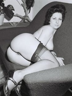 Черно-белые ретро снимки обаятельных девушек