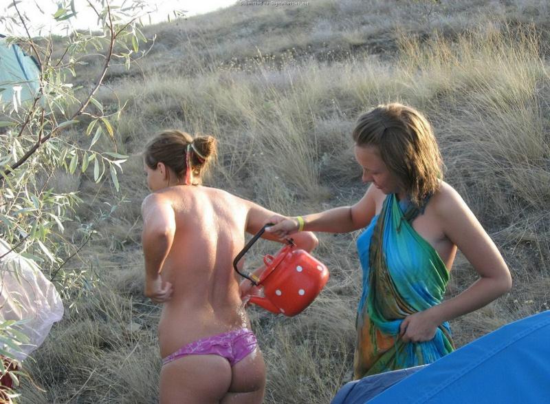 Эротические снимки отдыхающих дикарями девушек на море 22 фото