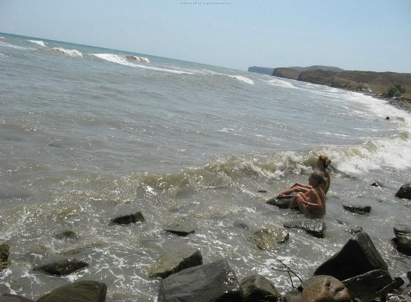 Эротические снимки отдыхающих дикарями девушек на море 4 фото