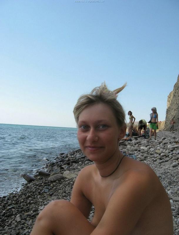 Эротические снимки отдыхающих дикарями девушек на море 21 фото