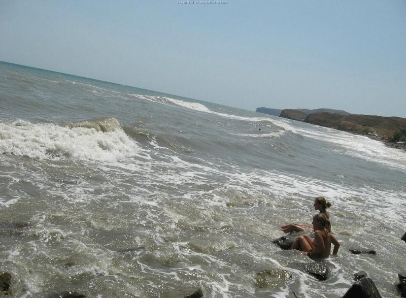 Эротические снимки отдыхающих дикарями девушек на море 24 фото