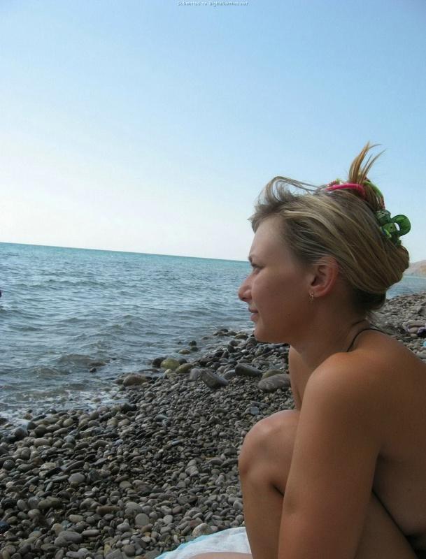 Эротические снимки отдыхающих дикарями девушек на море 25 фото