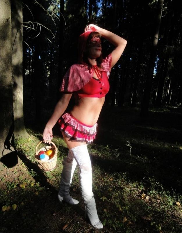В лесу показала свои прелести 4 фото