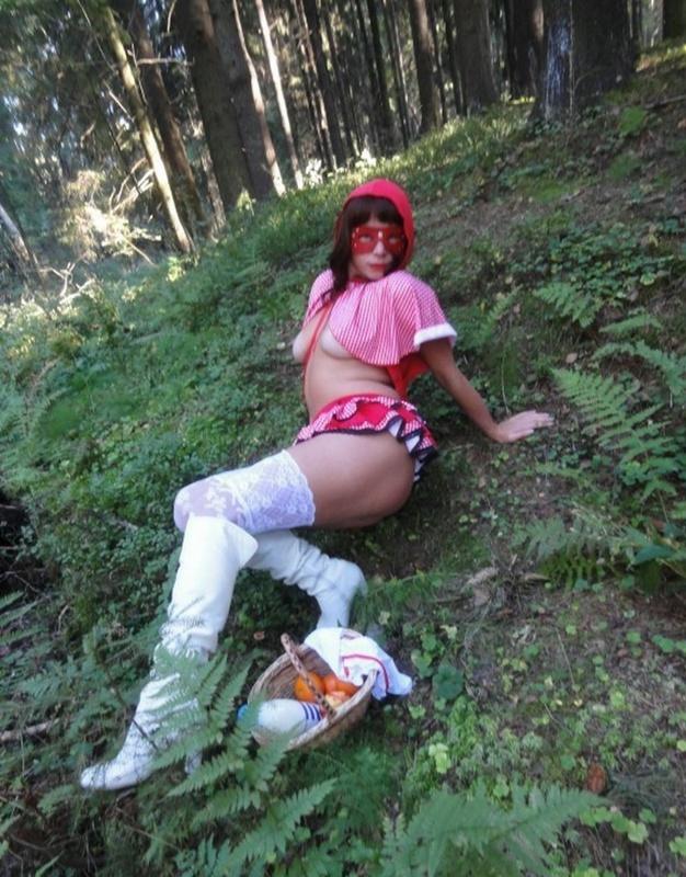 В лесу показала свои прелести 8 фото