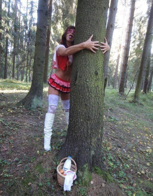 В лесу показала свои прелести 10 фото