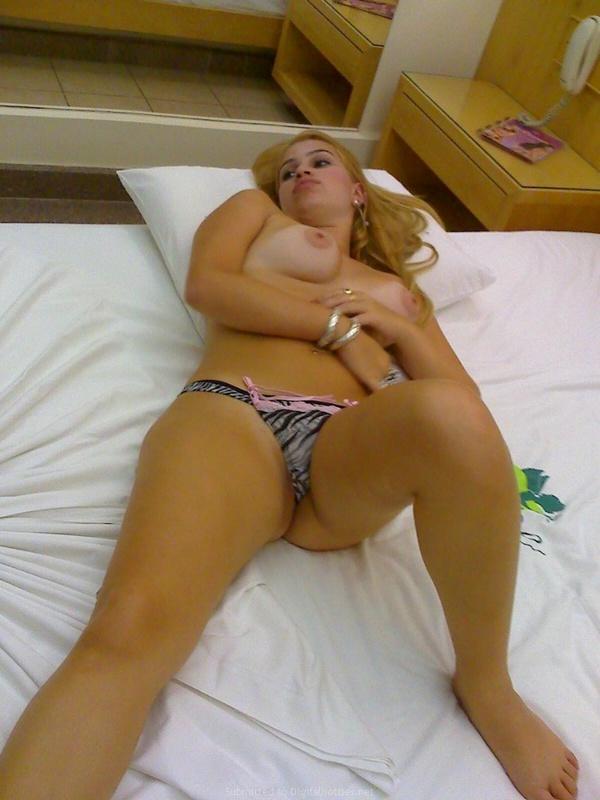 Личные снимки блондинки с большими дойками из Америки 20 фото