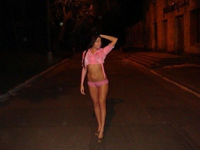 Откровенные селфи девушек с голыми попами 9 фото