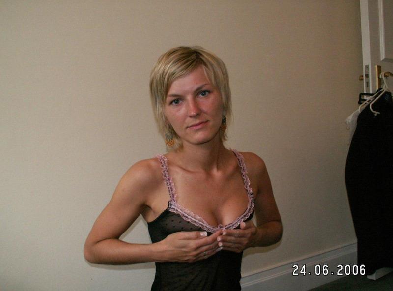 35-летняя блондинка онанирует киску и сосет писюн 1 фото