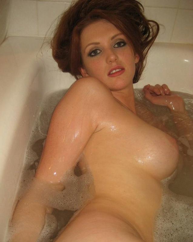 Сисястая домохозяйка дрочит писю в ванне 5 фото