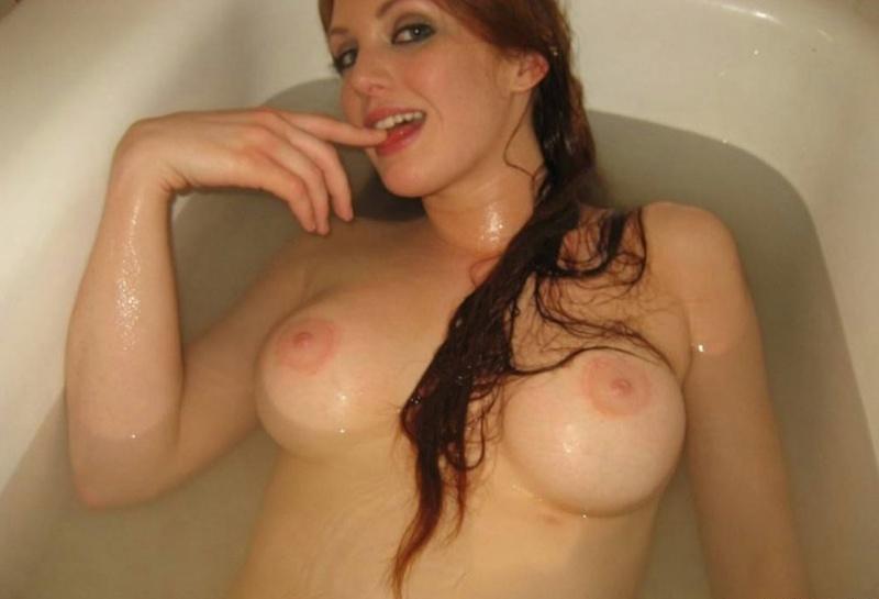 Сисястая домохозяйка дрочит писю в ванне 14 фото