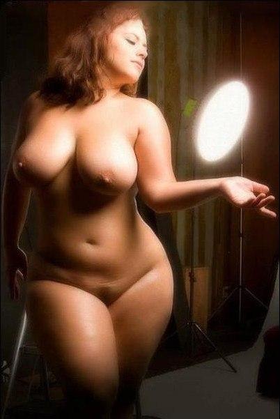 Толстушки палят свои дырки между ног и крупные титьки 7 фото