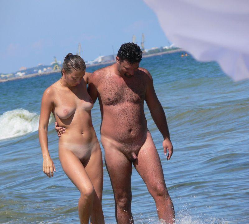Подборка нудистов на общественных пляжах 6 фото