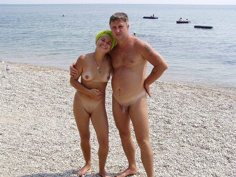 Подборка нудистов на общественных пляжах 12 фото