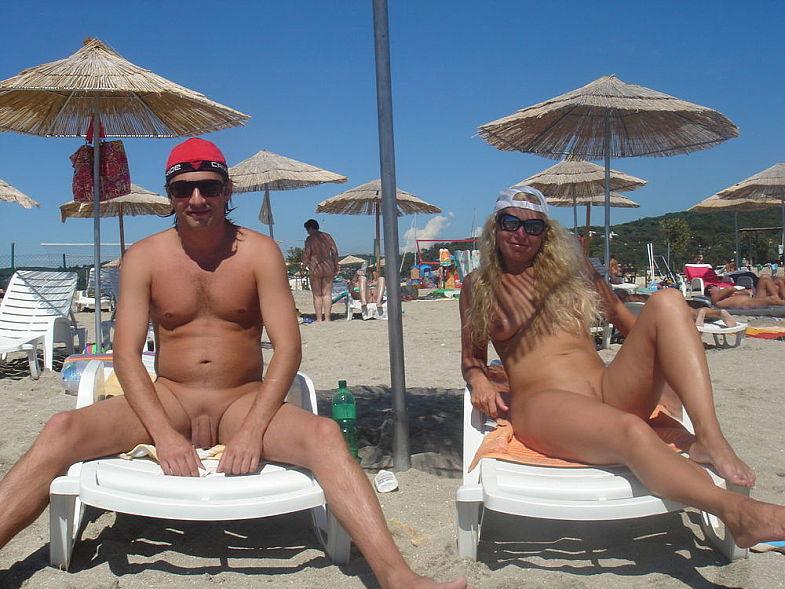 Подборка нудистов на общественных пляжах 16 фото