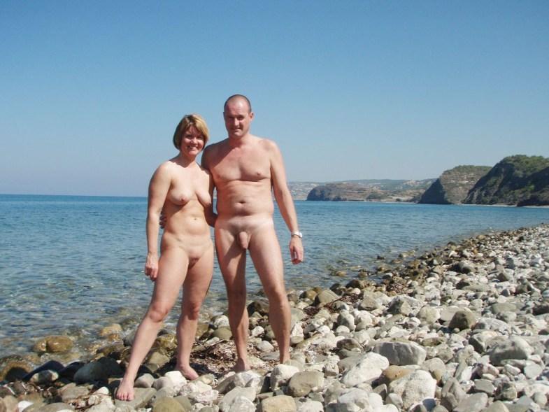 Подборка нудистов на общественных пляжах 18 фото