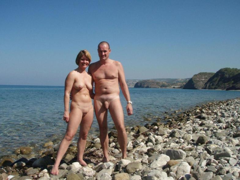 Подборка нудистов на общественных пляжах 10 фото