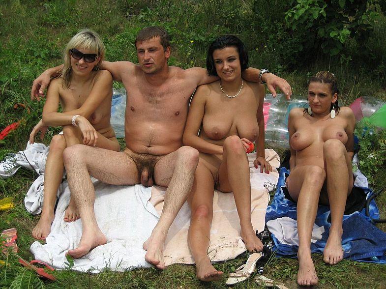 Подборка нудистов на общественных пляжах 15 фото