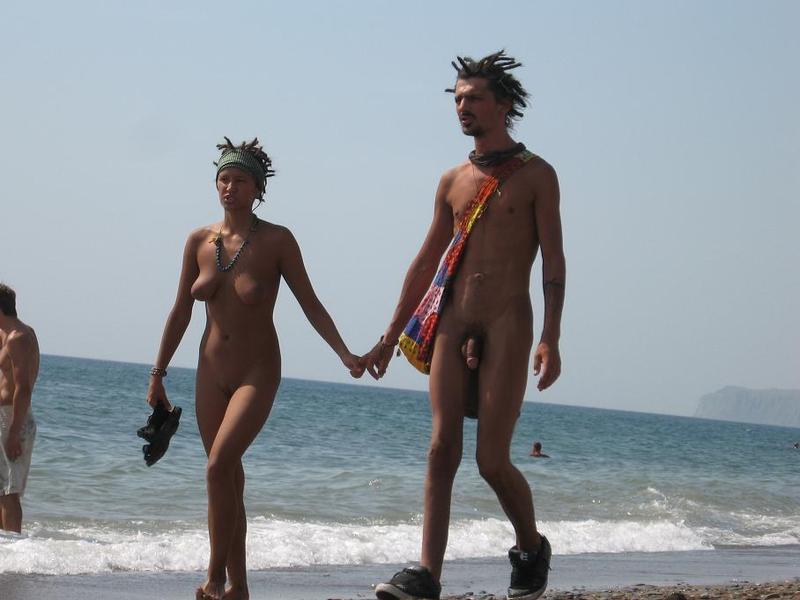 Подборка нудистов на общественных пляжах 20 фото