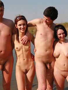 Подборка нудистов на общественных пляжах