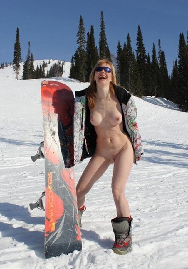 Стоит голая посреди снежной трасы 7 фото