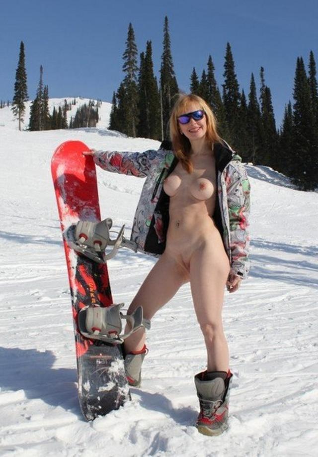 Стоит голая посреди снежной трасы 8 фото