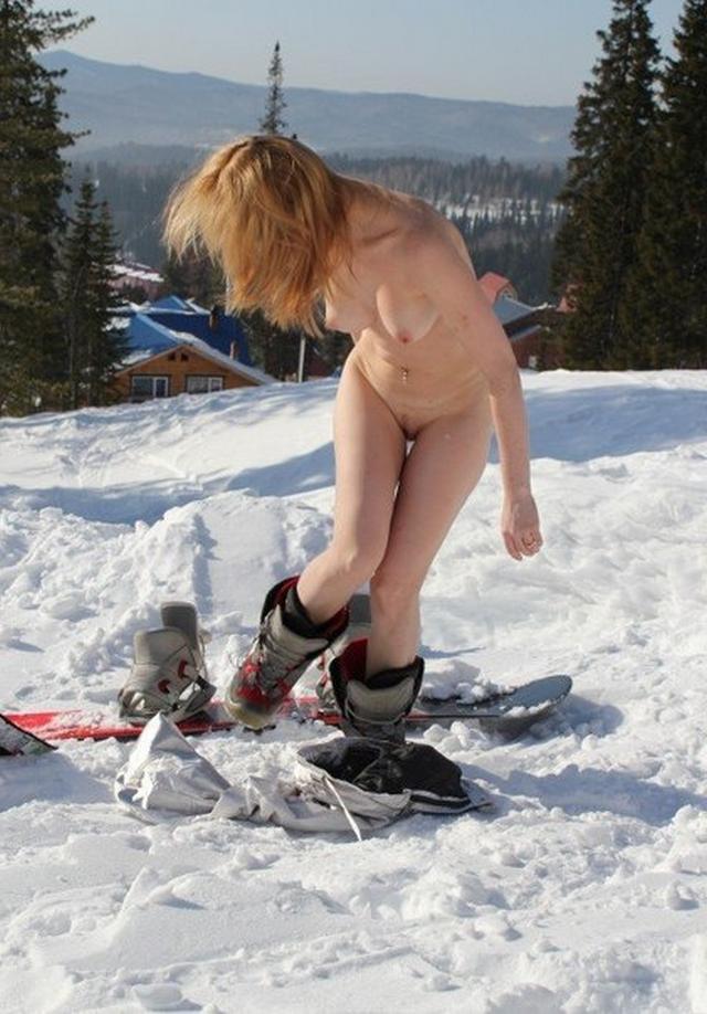 Стоит голая посреди снежной трасы 11 фото