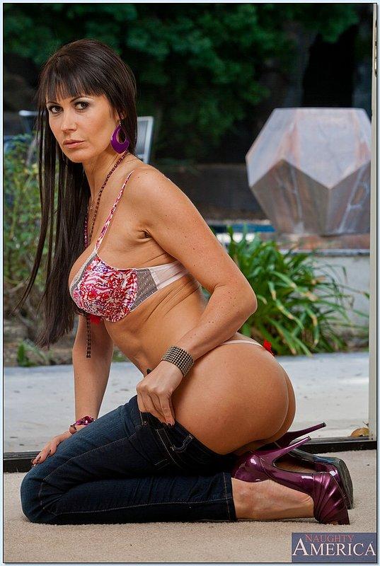 Изящная женщина с шикарной фигурой и большой грудью 6 фото