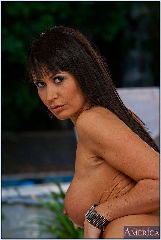 Изящная женщина с шикарной фигурой и большой грудью 12 фото