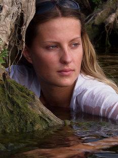 Эротика от искушенной девушки на речке