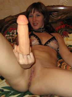 Фетишистка играет с самотыком и ждет спермы на лицо