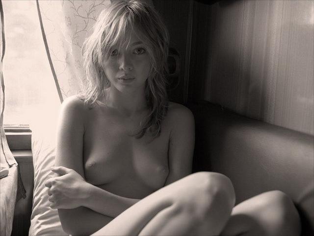 Молодые девушки на любой вкус и цвет показывают свои голые тела 1 фото