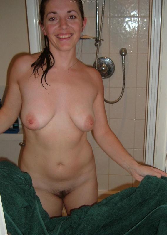 Сочная женщина с натуральной грудью возбуждает мужика прелестями 4 фото