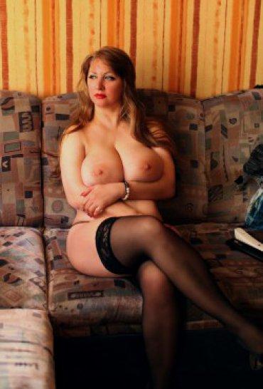 Большегрудые женщины за 30 позируют дома 19 фото
