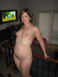 Полна женщина показала себя без нижнего белья