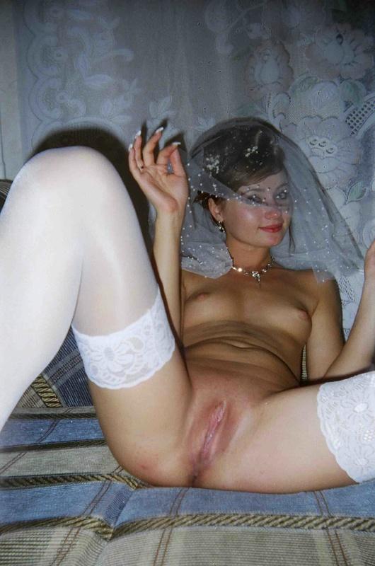 Откровенные снимки ретивой невесты на кроватке 14 фото