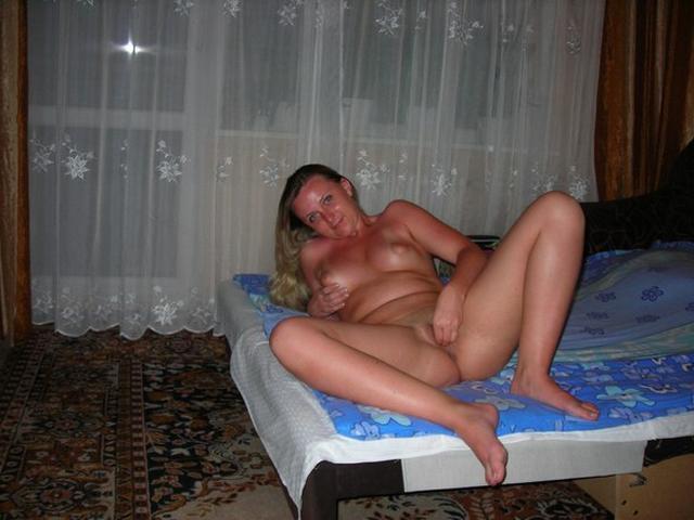 Любит играть со своей вагиной дома 19 фото