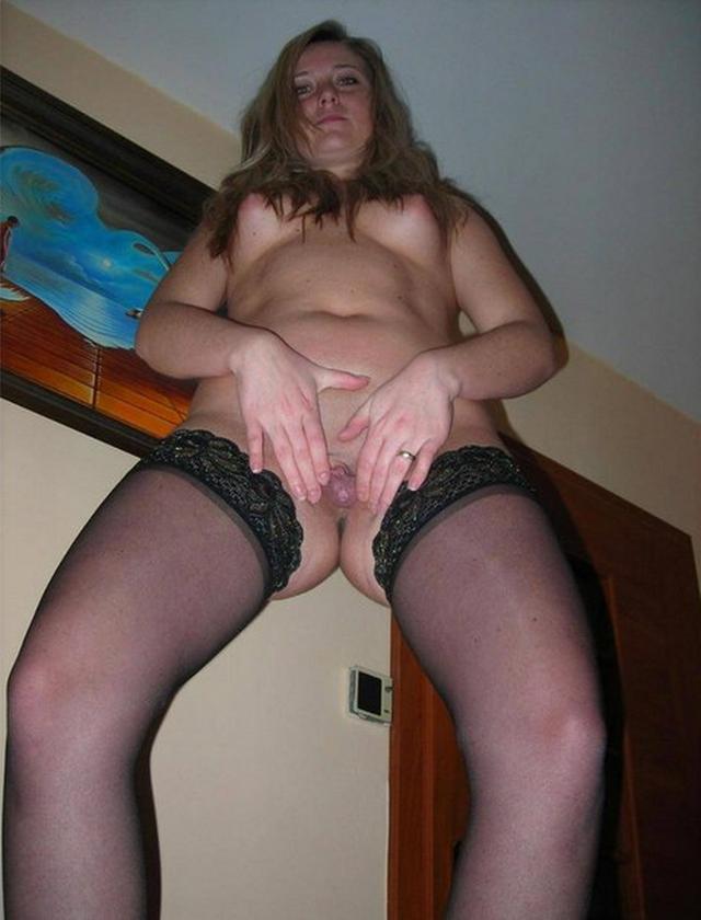 Любит играть со своей вагиной дома 13 фото