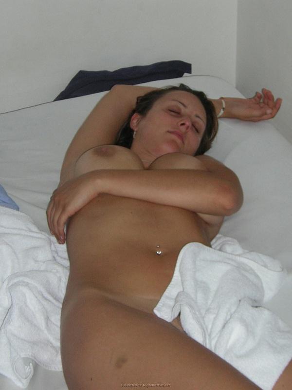 Сексуальная жена фотографируется голой для мужа 11 фото