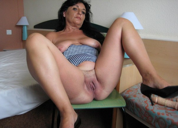 Одинокие мамочки с большими сиськами и нижнем белье 22 фото