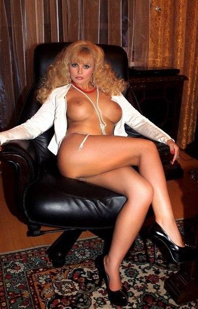 Одинокие мамочки с большими сиськами и нижнем белье 1 фото