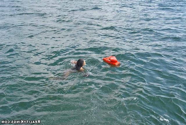 Молодая тайка пришла на яхту пососать член 31 фото