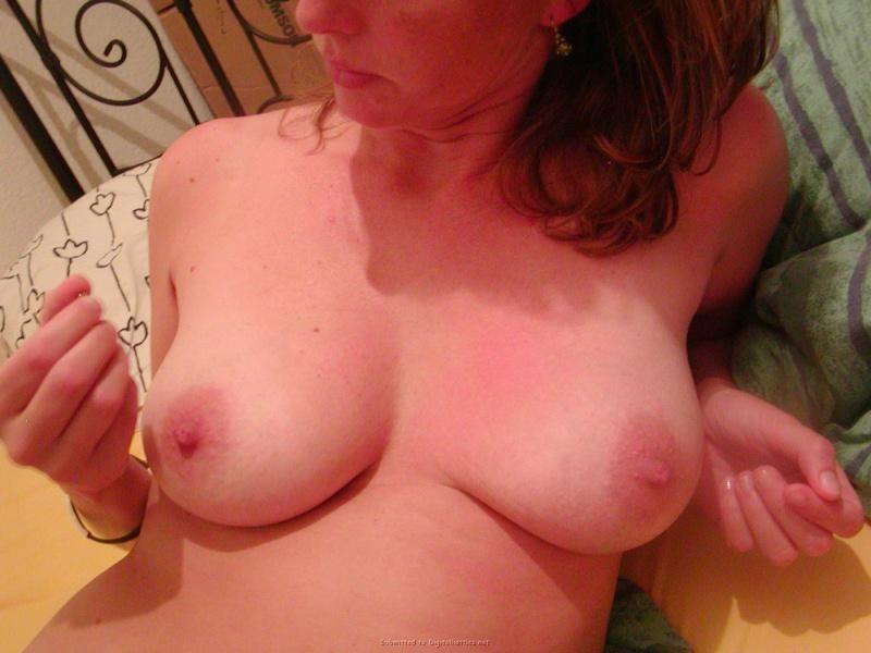 30летняя алкоголичка с проткнутыми пирсингом сосками и без него 19 фото