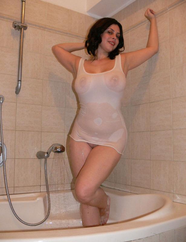 Полная мамка принимает душ 8 фото