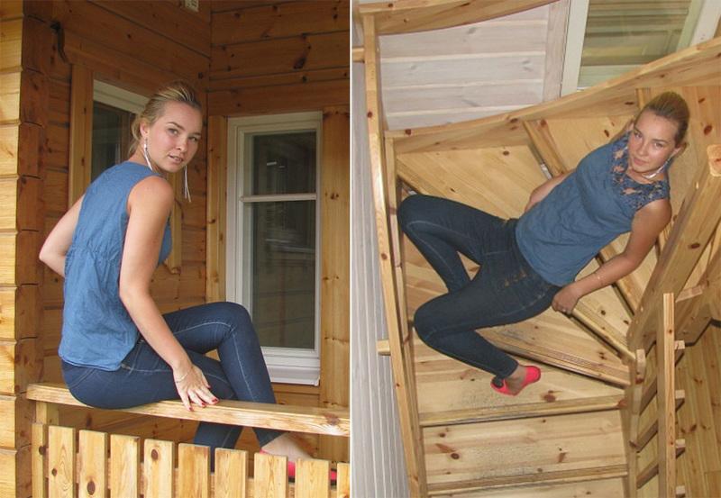 Татуированная блондинка в джинсах и с голой грудью стоит у стены 4 фото